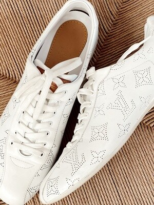 LOUIS VUITTON LV MONOGRAM WHITE LEATHER SNEAKERS 38.5