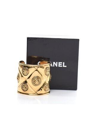 VINTAGE CHANEL CC MEDALLION GOLD CUFF