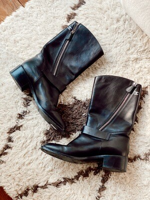 CHANEL CC LOGO BLACK LEATHER MOTORCYCLE BOOTS W BUCKLES 39