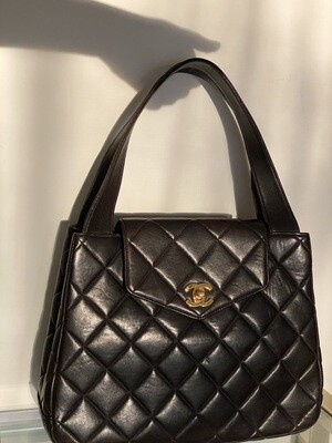 VINTAGE CHANEL CC LARGE QUILTED LEATHER SHOULDER FLAP BAG