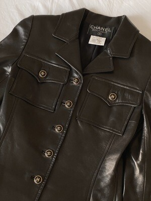 CHANEL VINTAGE CC LOGO BLACK LEATHER UTILITY JACKET WITH POCKET DETAILS!  RARE! FR 36 /  US 2 - 4