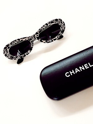 VINTAGE CHANEL CC LOGO GRAFFITI LENS SUNGLASSES - RARE RUNWAY ITEM