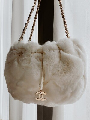 CHANEL CC WHITE FUR GOLD CHAIN SHOULDER BAG WITH CHARM & POUCH