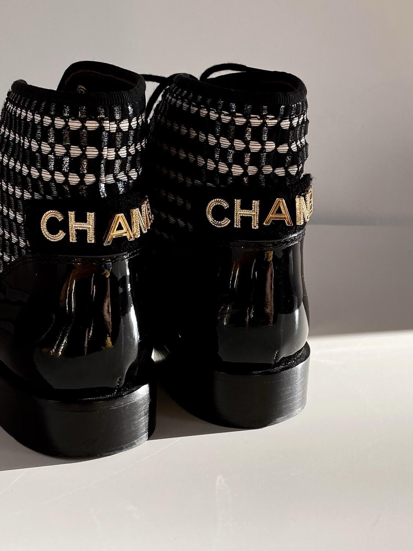 CHANEL LETTER LOGO TWEED & BLACK PATENT CAP TOE LACE UP COMBAT BOOTS IT 38 / 7 - 7.5