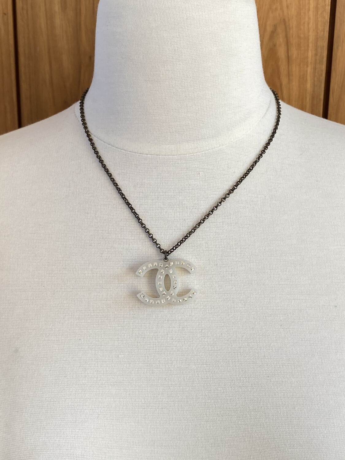 CHANEL LARGE CC LOGO CHARM PENDANT NECKLACE WHITE / CRYSTALS / SILVER