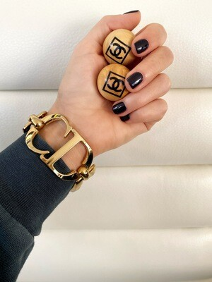 Vintage CHRISTIAN DIOR CD Logo Gold Plated Large Logo Charm Bracelet Bangle Jewelry