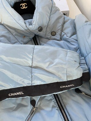 CHANEL CC LOGO BLUE QUILTED SILK LETTER RIBBON PUFFER SKI WINTER COAT - FR 40 / US 4-6
