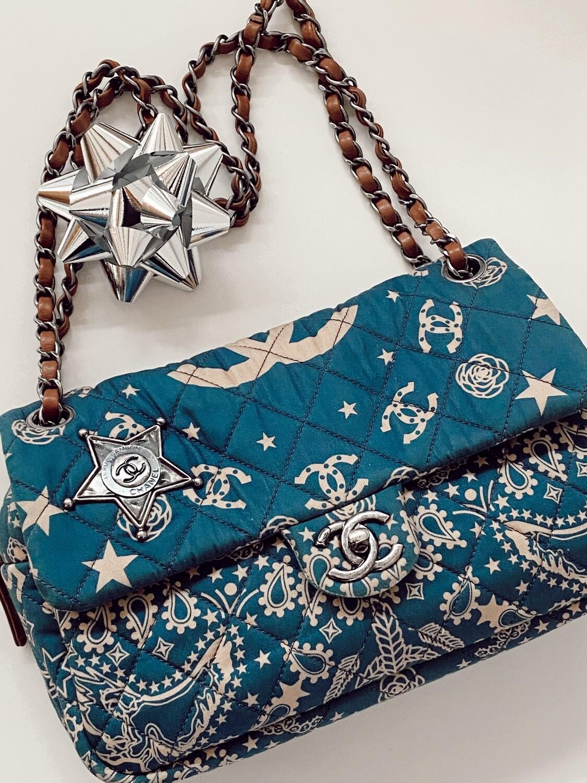 CHANEL CC PARIS DALLAS BANDANA PRINT FLAP DOUBLE CHAIN SHOULDER BAG IN BLUE / BEIGE