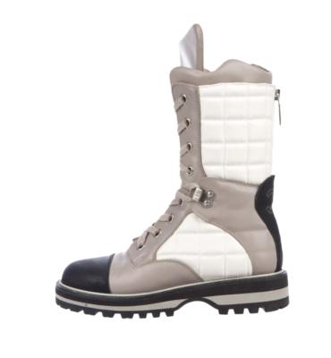 Vintage CHANEL White Gray Black CC Logo Monogram Winter Ski Snow Insulated Waterproof Apres Ski Boots Moon Moto Boots Booties us  9 - 9.5