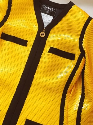 CHANEL CC LOGO YELLOW SEQUIN SCUBA JACKET BLAZER FR 38 / US 4 - ICONIC 1991 CHANEL COLLECTION