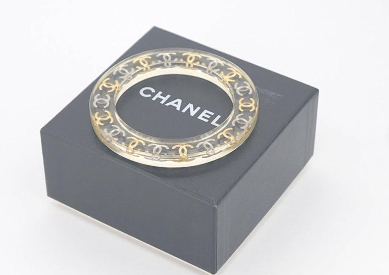 VINTAGE CHANEL CC LUCITE BANGLE BRACELET SILVER / GOLD