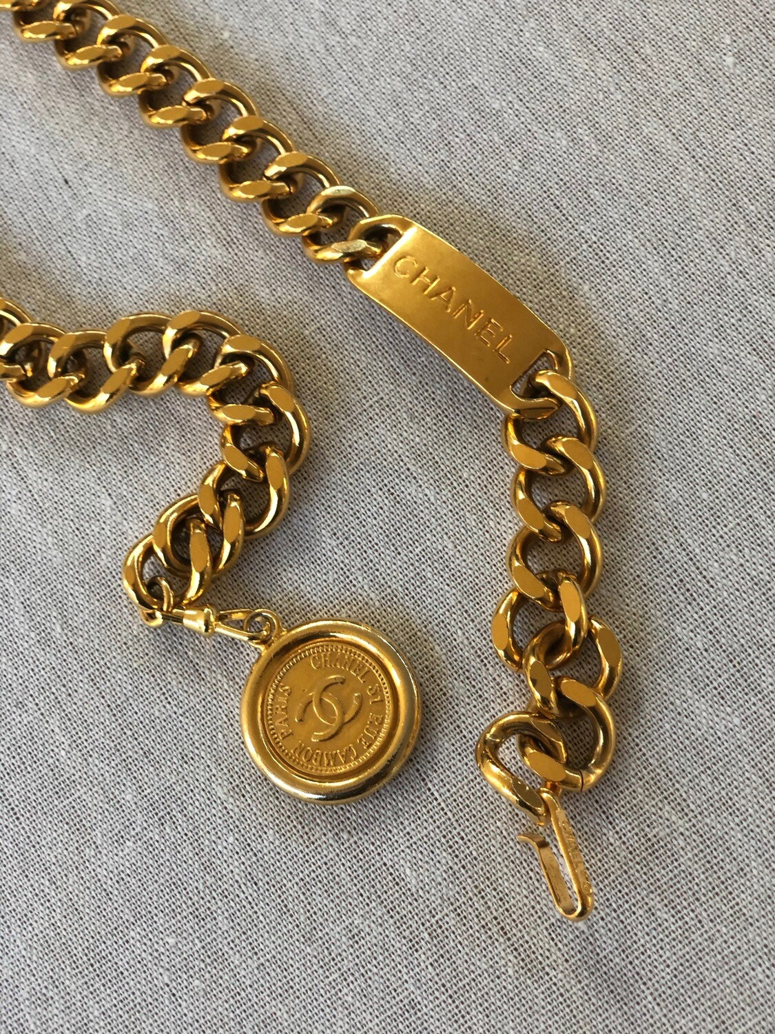 CHANEL THICK CHAIN LOGO PLATE GOLD BELT NECKLACE WITH CHARM MEDALLION