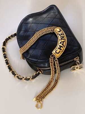 CHANEL VINTAGE BLACK LEATHER BOWLER VANITY CHAIN HANDLE BAG WITH CC CHARM