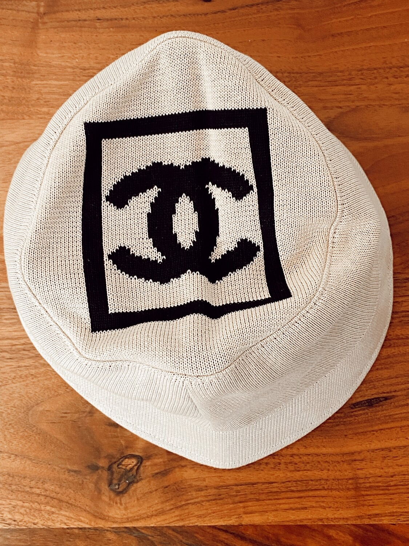 CHANEL VINTAGE CC LOGO WOVEN BUCKET HAT BEIGE / BLACK