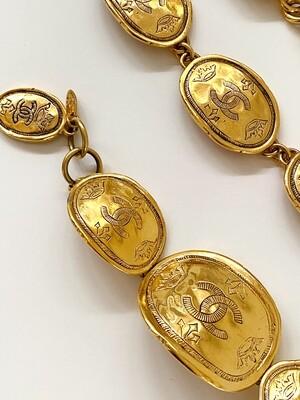 CHANEL VINTAGE GOLD CC CROWN OVAL MEDALLION BRACELET CUFF