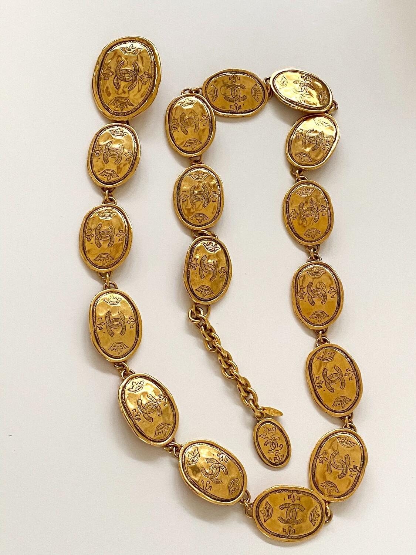 CHANEL VINTAGE CC CROWN OVAL MEDALLION GOLD CHAIN LINK BELT