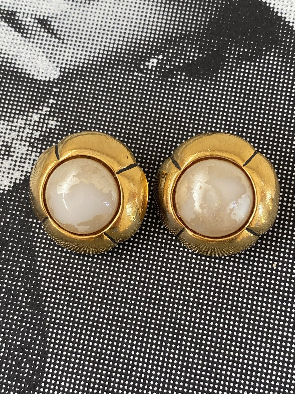 CHANEL VINTAGE GOLD PEARL CLIP ON EARRINGS