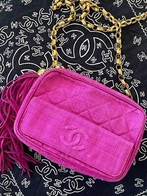 CHANEL VINTAGE CC LOGO PINK LINEN / GOLD CHAIN CAMERA CROSSBODY SHOULDER BAG