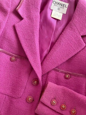 CHANEL VINTAGE 1996 CROPPED PINK JACKET WITH VELVET CC BUTTONS FR 36