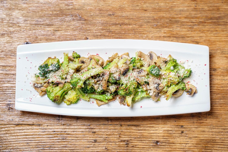 Broccoli la tigaie cu ciuperci