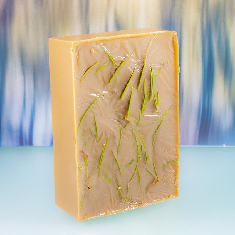 Мыло ручной работы с хвойным экстрактом и маслом бурых водорослей