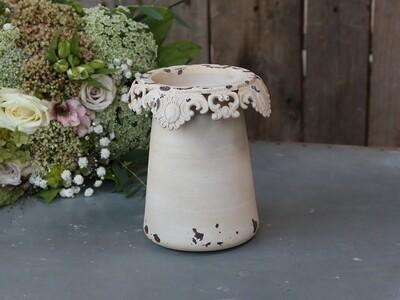 Vase mit Spitzenrand