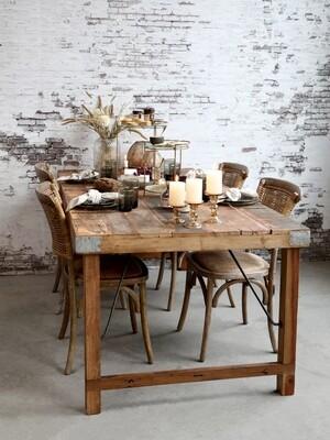 Grimaud alter Holztisch
