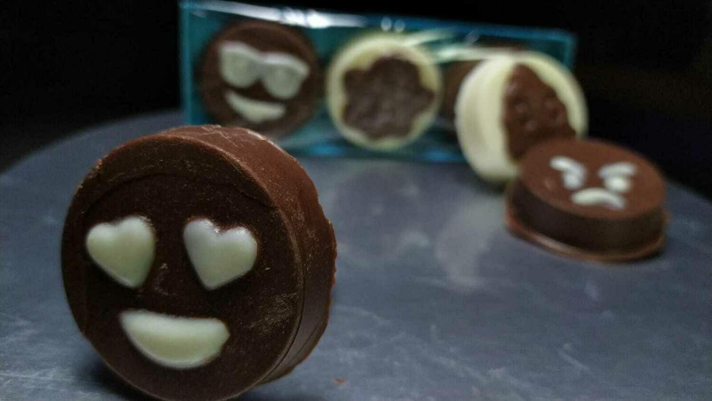 Emojis  de Chocolate Rellenos - 3 unidades- Sin Azúcar y Sin Gluten.