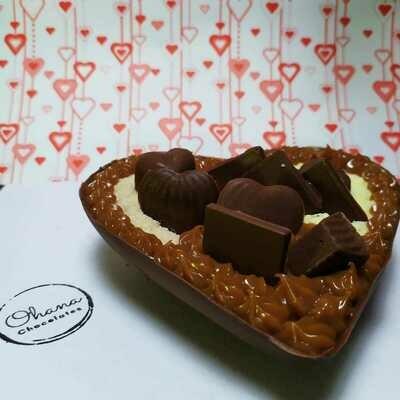 Medio Corazón de Chocolate Relleno y con Bombones - Sin Gluten.