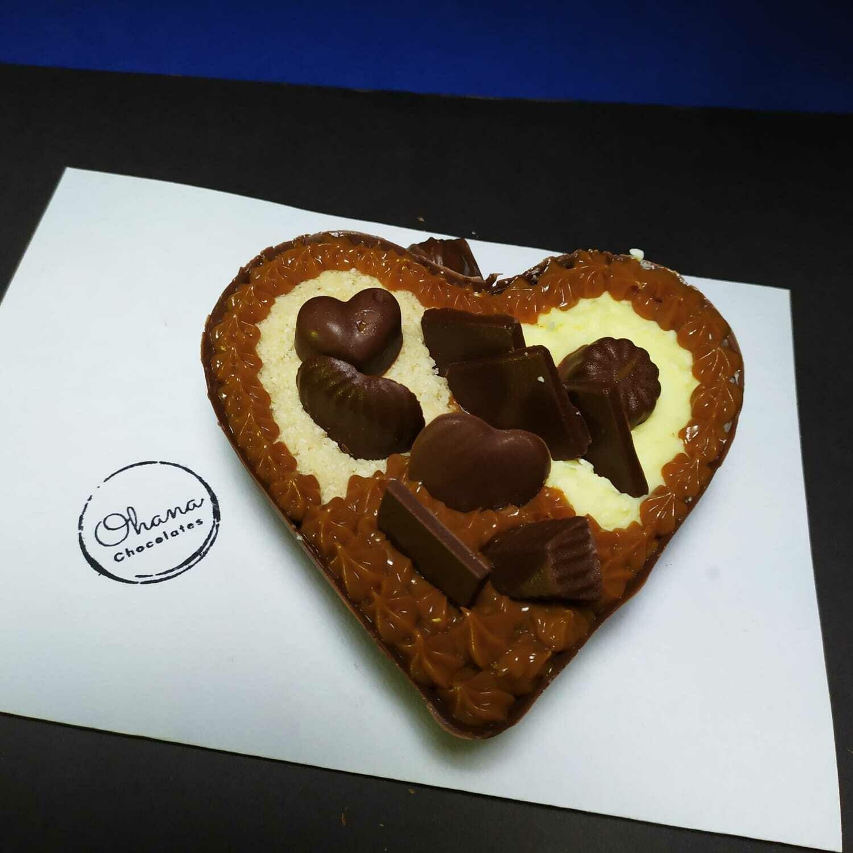 Medio Corazón de Chocolate Relleno y con Bombones - Sin Azúcar y Sin Gluten.