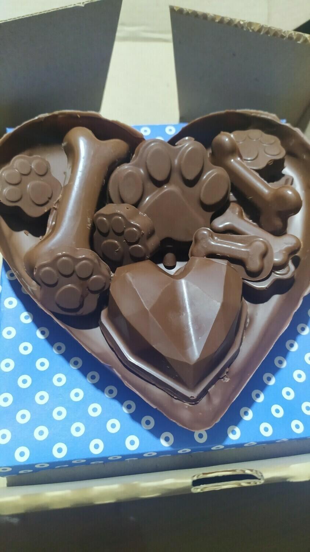 Medio Corazón de Chocolate con Mega Bombones y Huella - Animales- Sin Gluten.