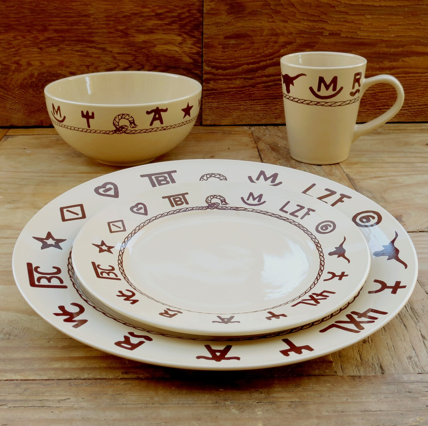 16 pieces dinnerware set, branded