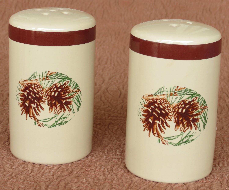 Salt & pepper shaker, pine cone