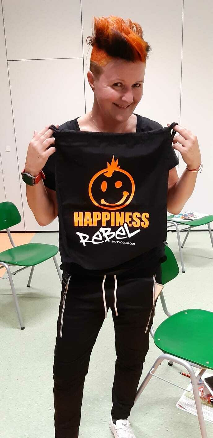 18. GYMBAG, PACK DIR HAPPINESS EIN.