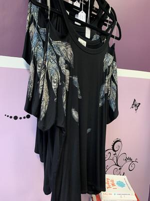 Woman Knit Cutout Cold Shoulder Top w/ Feathers BLK