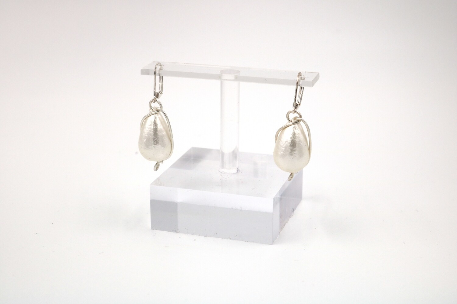 Abra Couture White Cotton Drop Earrings