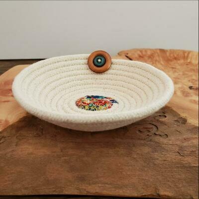 Salem's Grace 1B Small W/Button Bowl