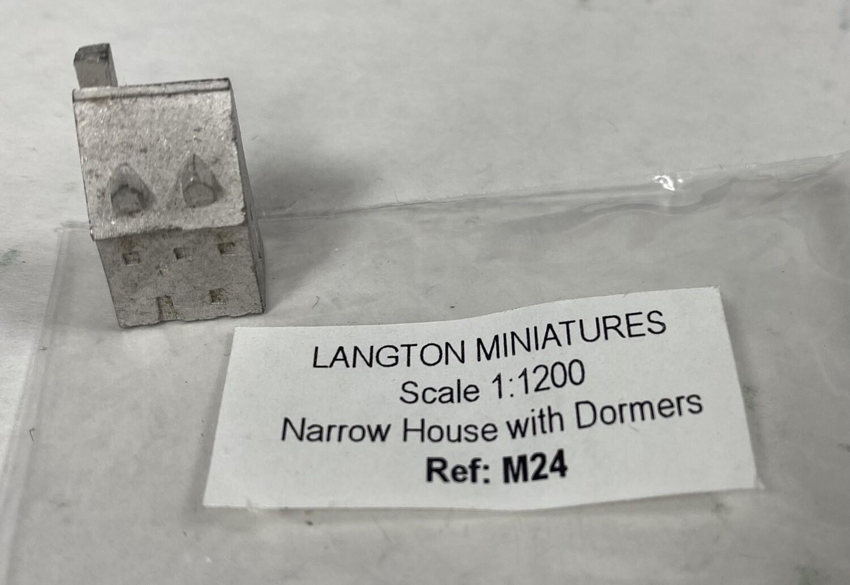 M24 Narrow house w dormers 11x8x17