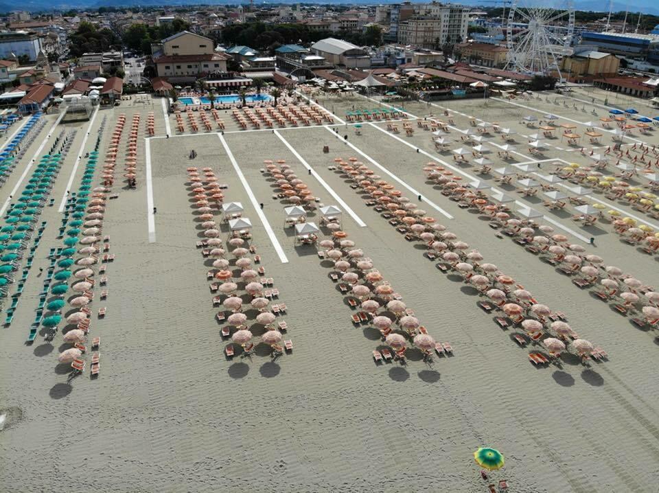 Ombrellone + 2 Sdraio + 1 Lettino Omaggio (servizio piscine e ristorante sospesi)