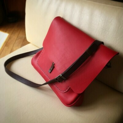 赤いグローブレザーのかわいいルーズバッグ(在庫限り)