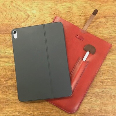 iPad Pro11とsmart keyboard folioの革ケース。