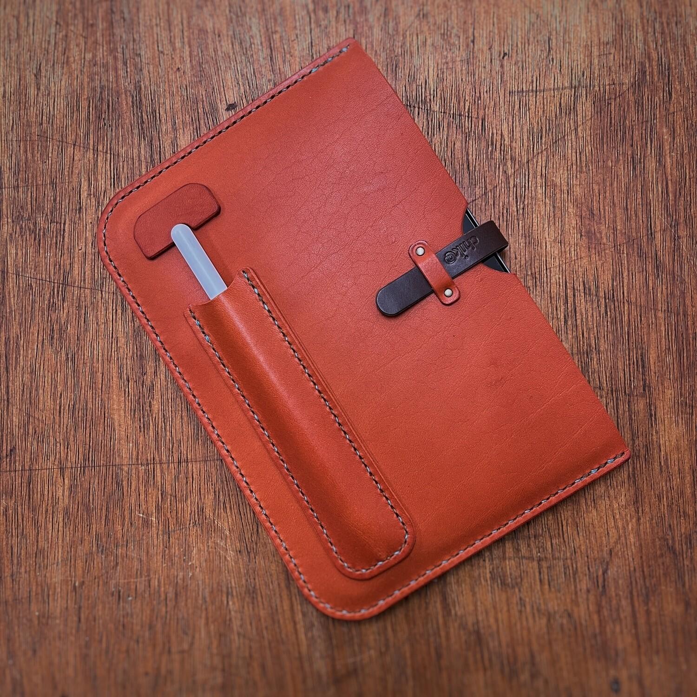 iPad mini2021用の手縫いの革ケース