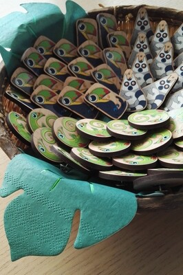 Pin's/broches/aimants en bois - animaux