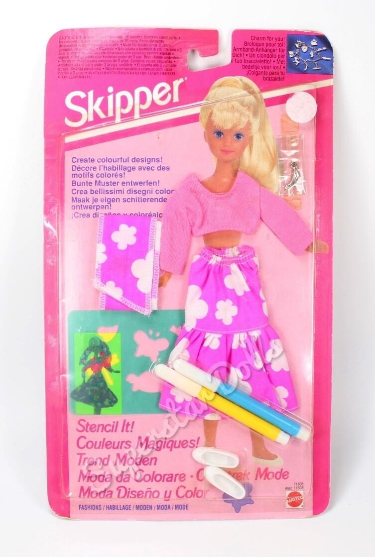 """1993 """"Stencil It!"""" Skipper Barbie Doll Fashion Set"""