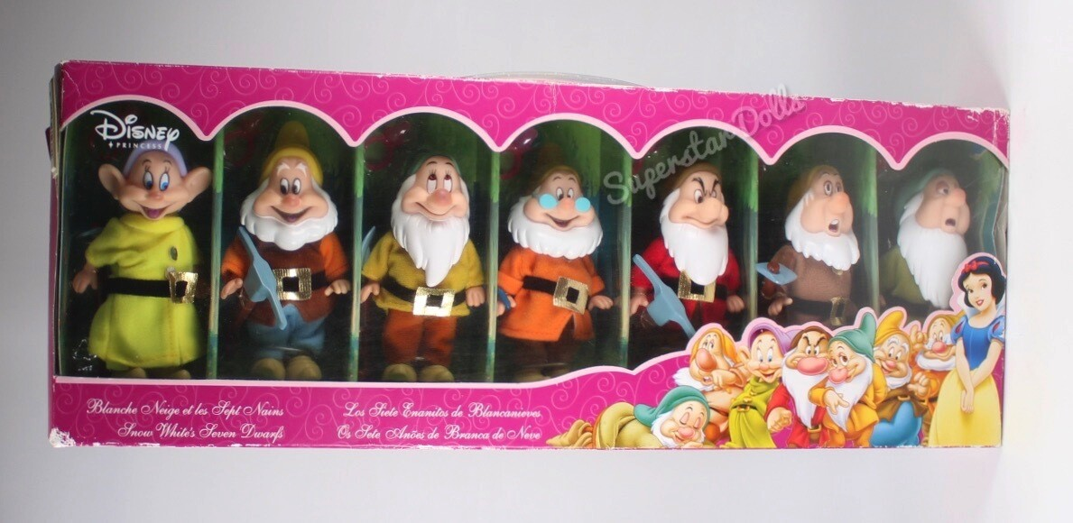 Disney Princess Store Exclusive: Snow White's Seven Dwarfs Doll Set