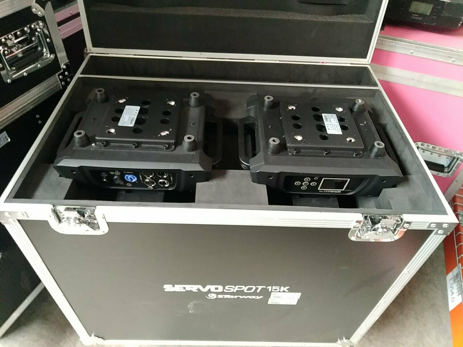 2 Servo Spot 15K en flight-case