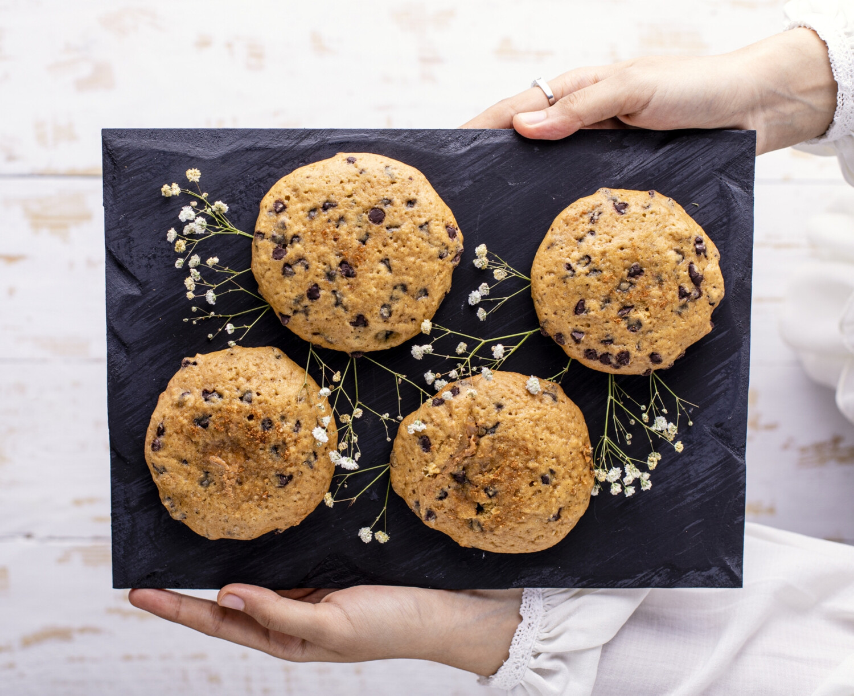2 White chocolate Cookies