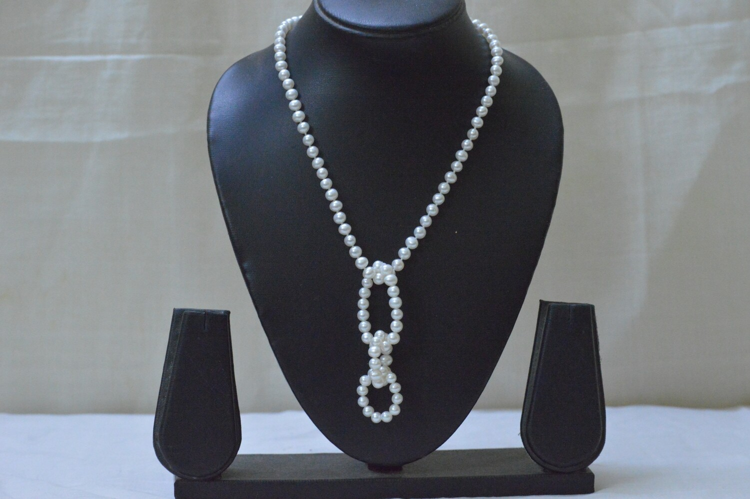 FRESHWATER CULTURED PEARL NECKLACE WITH RING LOOP PENDANT