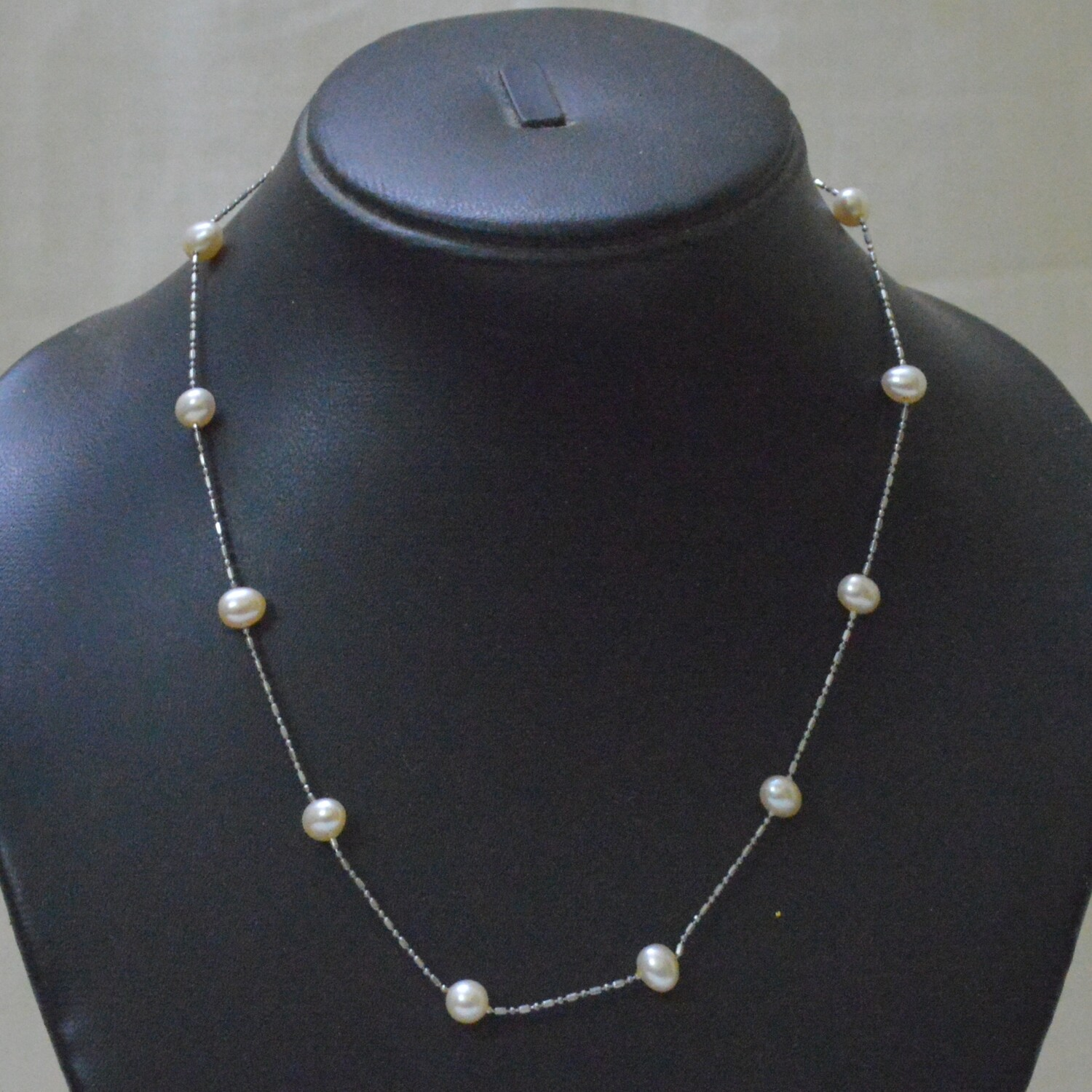 SINGLE LINE FRESHWATER CULTURE PEARLS METAL CHAIN