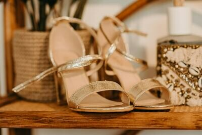 GOLDEN heels
